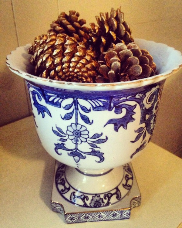 Chinoiserie vase with pine cones